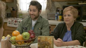 It's Always Sunny in Philadelphia: Season 6: Mac's Mom Burns Her House Down